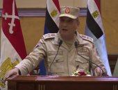 وزير الدفاع يلتقى أبطال الجيش الثانى.. ويؤكد: إرادة المقاتل المصرى لاتعرف المستحيل