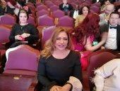 صور.. ليلى علوى ونور ويسرا اللوزى على السجادة الحمراء فى ختام أسوان لسينما المرأة