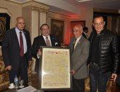 المحور تحتفل بتكريم حسن راتب لأبطال الدفعة 54 حربية باليوبيل الذهبى لها بالصالون الثقافى