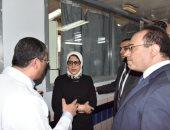 وزيرة الصحة تتفقد المصابين بمعهد ناصر بعد انتهاء زيارتها لدار الشفاء