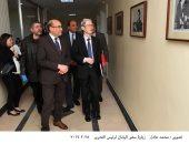 """سفير اليابان يتلقط صورة تذكارية مع """"عبدالناصر"""" و""""السادات"""" فى الأهرام"""