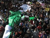 أحزاب جزائرية معارضة تبحث الاجتماع لدراسة الانسحاب من الانتخابات