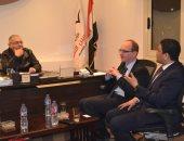 """رئيس """"المصريين الأحرار"""" يستقبل مدير مشروعات جامعة الملكة البريطانية.. صور"""