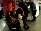 الصورة مبتكدبش.. كاميرات المراقبة تفضح لصوص حقائب بمطار هيثرو فى لندن