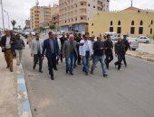 فيديو وصور.. محافظ مطروح يتفقد الشوارع ويوجه بإعادة تنسيقها وإزالة الإشغالات