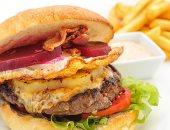 دراسة: تناول البرجر والبطاطس المقلية بكثرة يعرضك لتصلب الشرايين