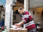 صورة اليوم.. الرزق يحب الخفية فى سوق السمك