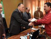 تسليم 30 شهادة أمان للعاملين بديوان عام الشرقية