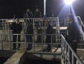 صور.. رئيس جهاز العاشر يقود حملة لرفع مياه الأمطار ليلا