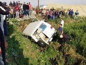 إصابة 4 أشخاص فى حادث انقلاب تروسيكل أعلى الطريق فى العياط