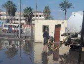 صور.. شفط تجمعات مياه الأمطار من الشوارع والميادين الشرقية