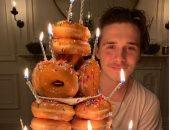 """فيكتوريا بيكهام تحتفل بعيد ميلاد ابنها.. """"كعكة عيد ميلاد"""" خطفت الأنظار"""