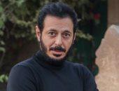 """لتغيير الديكورت.. مصطفى شعبان وفريق عمل مسلسل """" أبو جبل"""" أجازة 3 أيام"""