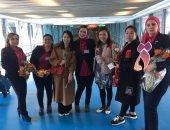 صور.. استقبال السيدات فى مطار القاهرة بالورود بمناسبة اليوم العالمى للمرأة