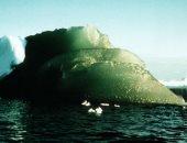 جيوفيزيائيون يحلون لغز اللون الأخضر لجبال الجليد بأنتاركتيكا