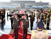 فيديو.. الرئيس السيسى ينيب وزير الدفاع لوضع إكليل الزهور على النصب التذكارى