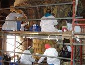 صور .. الآثار تنتهى من ترميم وتنظيف سقف معبد إسنا
