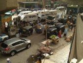 الباعة الجائلون يتسببون فى أزمة مرورية بشارع المنيرة الغربية بإمبابة