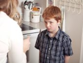 ابنك شقى ومغلبك.. 5 نصائح للتعامل معاه