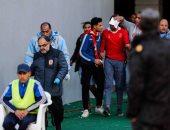 فيديو.. رجال الأمن ينقذون مشجع أهلاوي سقط من المدرجات