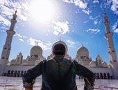 مطرب ديسباسيتو يزور مسجد الشيخ زايد الكبير بالإمارات.. اعرف التفاصيل
