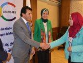 وزير الشباب يسلم الدفعة الأولى من تمويل المشروعات الصغيرة للشباب