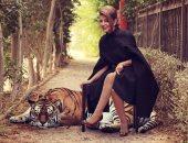 """هى تقصد ايه بالقلبين السود؟.. سميرة سعيد تعيد نشر صورتها مع """"نمر فوتوشوب"""""""