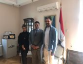 فنان صربى يعرب لسفير مصر ببلجراد عن رغبته العودة لمصر لرسم جداريات جمالية