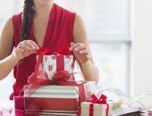 الهدية حسب المادة.. من الورد للموبايل.. كيف تطورت هدايا المدرسات بعيد الأم؟