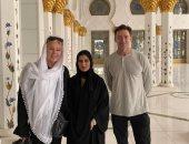 هيو جاكمان فى رحلة سفارى بصحراء دبى ويزور مسجد الشيخ زايد بأوظبى..فيديو