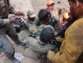 بعد 47 ساعة.. معجزة إلهية تنقذ طفلا سقط فى بئر عمقه 18 مترا بالهند ..فيديو وصور