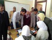 صور .. وكيل تعليم كفر الشيخ تتابع الاختبار التجريبي الأول باستخدام التابلت