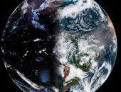 نص ليل ونص نهار.. صورة مذهلة للأرض من الفضاء مع بدء الاعتدال الربيعى