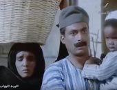"""فى """"البيه البواب"""".. أحمد زكى يستعين بعامل الكلاكيت لتلقينه اللهجة الصعيدية"""