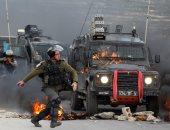 الاحتلال الاسرائيلى يعتقل طفلين بتهمة القاء حجارة على حافلة لمستوطنين.. صور
