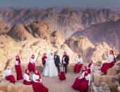 """لو ده جنان اتجنن.. عروسان يقيمان حفل زفافهما أعلى قمة جبل """"سانت كاترين"""""""