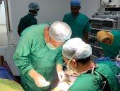 قافلة جامعة أسوان توقع الكشف الطبى على 500 مريضًا بدولة جيبوتى.. صور