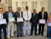 وزير الصحة الجيبوتى يكرم القافلة الطبية لجامعة أسوان
