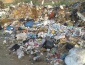 القمامة تغلق مدخل قرية من قرية الدقهلية