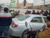 قارئ يرصد اصطدام سيارة بالرصيف على المحور باتجاه ميدان لبنان.. صور