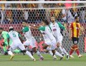 الفيفا يشيد بمبادرة جماهير الرجاء المغربى تجاه المشجع المريض.. فيديو