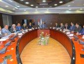 وزير النقل يعقد اجتماعا مع رؤساء شركات الطرق لبحث معدلات تنفيذ المشروعات