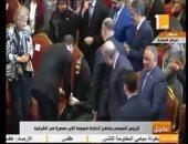 الرئيس السيسى يحقق أمنية الحاجة فهيمة أكبر معمرة بالشرقية ويقبل رأسها