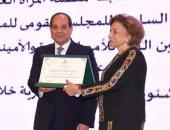 الرئيس السيسى يكرم ميرفت التلاوى كإحدى النماذج النسائية المشرفة