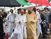 البابا فرنسيس يصل المغرب.. والملك محمد السادس فى استقباله