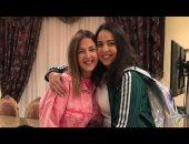 """فيديو.. دنيا وإيمى تغنيان """"عايم فى بحر الغدر"""" من كواليس صاحبة السعادة"""