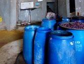 ضبط 5.5 طن مخللات غير صالحة للاستخدام داخل مصنع غير مرخص بالقليوبية