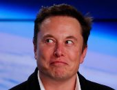 """إيلون موسك يسخر من جهود شركة """"جيف بيزوس"""" لإرسال البشر للقمر"""