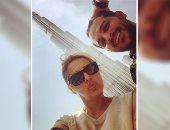 أول صورة لمحمد رشاد ومى حلمى فى شهر العسل.. سيلفى مع برج خليفة