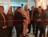 """شاهد افتتاح معرض """"نسائم الحرير"""" لـ عمرو سلامة بالمركز الثقافى المصرى بالزمالك"""